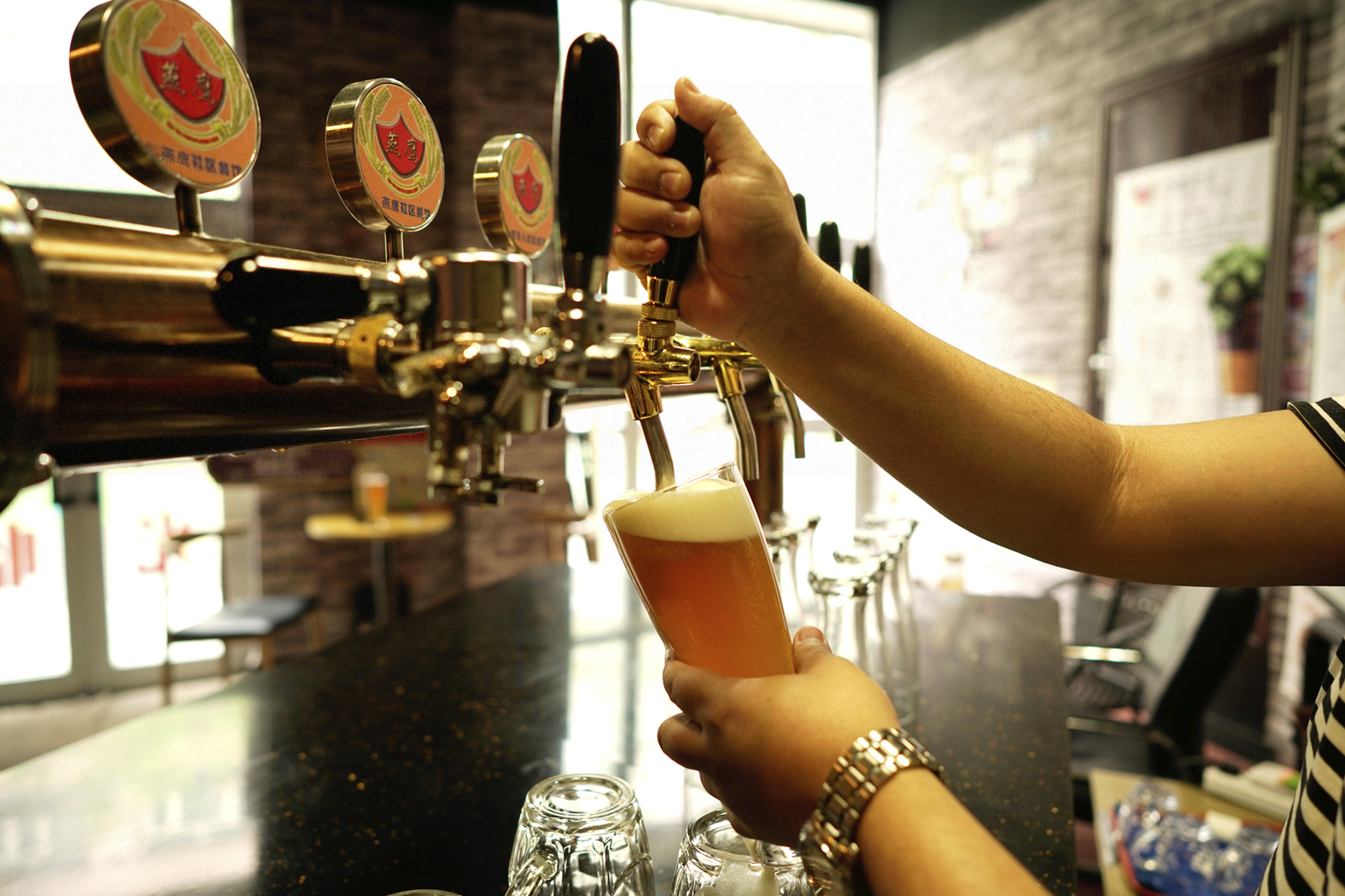 燕鹰社区啤酒工厂