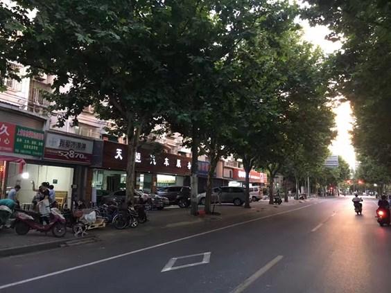 上海梅岭北路一街坊
