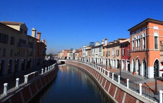 找项目 天津佛罗伦萨小镇  项目状态 暂不招商 招商状态 项目类型购物